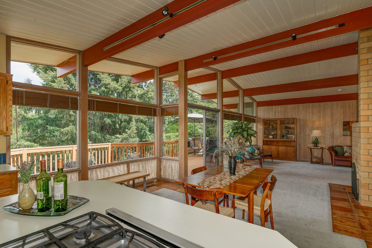 An example of a midcentury modern home in Salem OR